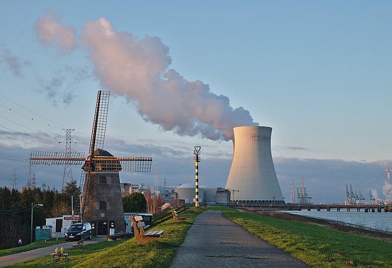 Alguns países com poucos recursos hídricos e petróleo utilizam as usinas nucleares como forma de produzir energia