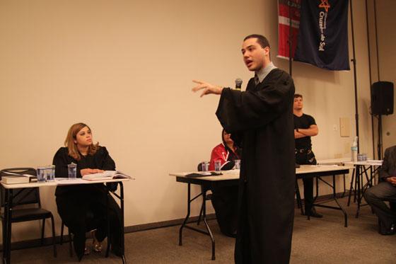 No segundo dia da feira, os estudantes puderam participar da simulação de um julgamento de um caso verídico.
