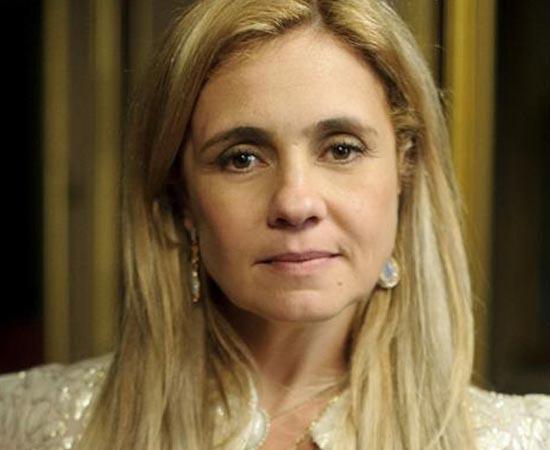 Adriana Esteves é formada em Publicidade e Propaganda pela Universidade Gama Filho.