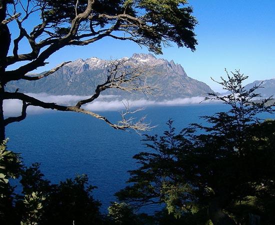 ÁGUA DOCE - Estude sobre águas subterrâneas, lagos, rios, geleiras e o ciclo hidrológico.