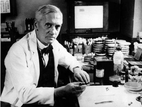 A fama mundial do escocês Alexander Fleming é merecida. Em 1928 o cientista desenvolveu a penicilina, o primeiro antibiótico utilizado com sucesso. (Foto: Wikimedia Commons)