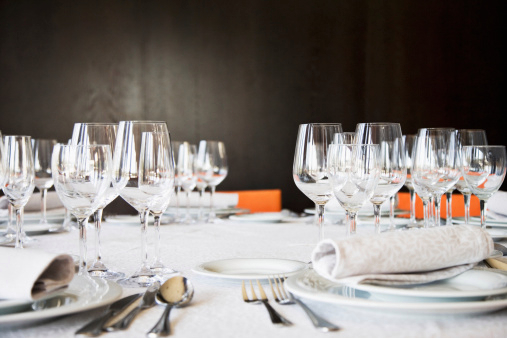 O bacharel em Turismo pode atuar em hotéis e restaurantes coordenando e gerindo a área de alimentos e bebidas.