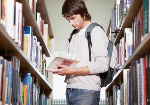 aluno-biblioteca-livro.jpg
