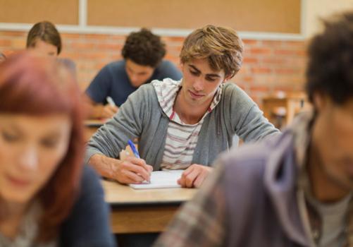 aluno-concentrado-prova.jpg