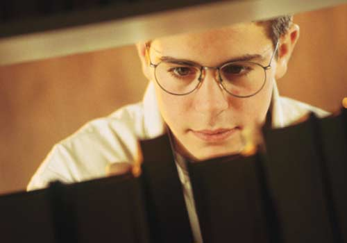 aluno-pesquisa-biblioteca.jpg