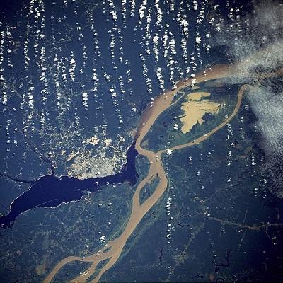 O Brasil tem a maior reserva de água doce do planeta - cerca de 13% de todas as fontes existentes no mundo. A maior parte desse bem preciso está nos rios da Amazônia. (Foto: Wikimedia Commons)