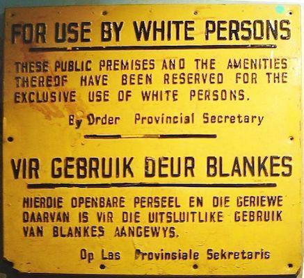 Com os nacionalistas no poder, a segregação tomou proporções ainda maiores. Foi criada a palavra apartheid, que significa separação em africâner, para designar o conjunto de políticas racistas que vigoraram no país nesse período. (Foto: Wikimedia Commons)