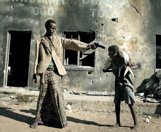 O curta-metragem de 18 minutos retrata o ambiente em guerra da Somália e conta a história de um menino que deve optar entre a pirataria ou a vida honesta como pescador. Todos os atores são somalis que fugiram para campos de refugiados. Indicado ao Oscar de Melhor Curta-metragem. ESTUDE: COLONIZAÇÃO AFRICANA, PIRATARIA NA SOMÁLIA. (imagem: reprodução)