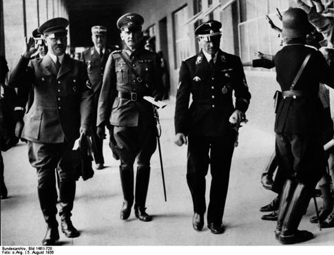 Em 20 de junho de 1944, Claus von Stauffenberg, um veterano do exército alemão que desprezava as ideias nazistas, armou um atentado para matar Adolf Hitler. No entanto, por falta de voluntários, ele mesmo, cego de um olho, sem a mão direita e com apenas três dedos na esquerda, teve que armar as bombas. (Foto: Creative Commons)