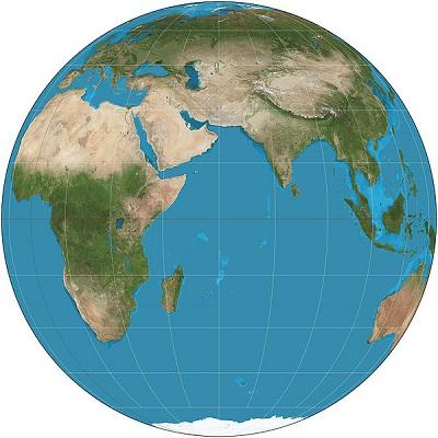 Se existem distorções, não seria melhor usarmos globos? Talvez sim. Mas os mapas também têm suas vantagens: são compactos, mais fáceis de manusear e mostram mais partes da Terra numa superfície menor. E, obviamente, são mais baratos. (Foto: Wikimedia Commons)