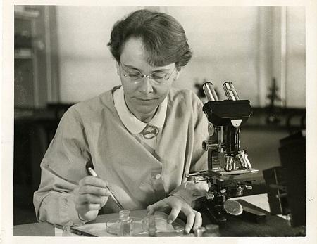 A vencedora do Prêmio Nobel de Medicina de 1983 é um dos nomes mais importantes da ciência. Ela descobriu o fenômeno da transposição genética, durante pesquisas na década de 1940.