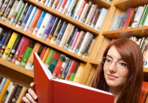 biblioteca-garota-estudo-livro.jpg