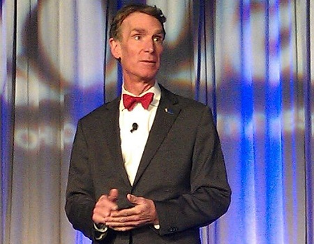 Artista e apresentador de TV, Bill Nye foi também cientista da Nasa e engenheiro aeroespacial. Ele é também mecânico da empresa de aviação Boeing, onde atuou na fabricação de válvulas de ajuste de pressão do modelo 747. (Foto: Wikimedia Commons)
