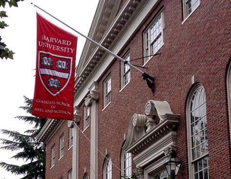 O programa Lemman Fellowship concede bolsas de pós-graduação em universidades, como Yale, Stanford, Harvard, MIT, Columbia e Oxford. Os alunos são selecionados pelas instituições, desta forma, é preciso ser aprovado no processo seletivo regular. (Imagem: Wiki Commons)
