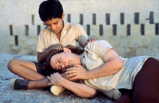 Central do Brasil (1998) - Um dos mais famosos filmes brasileiros, Central do Brasil entra na lista ao mostrar a viagem de Dora e Josué até o sertão nordestino. O filme retrata um pouco da vida das pessoas que se mudam de estado em busca de melhores condições.
