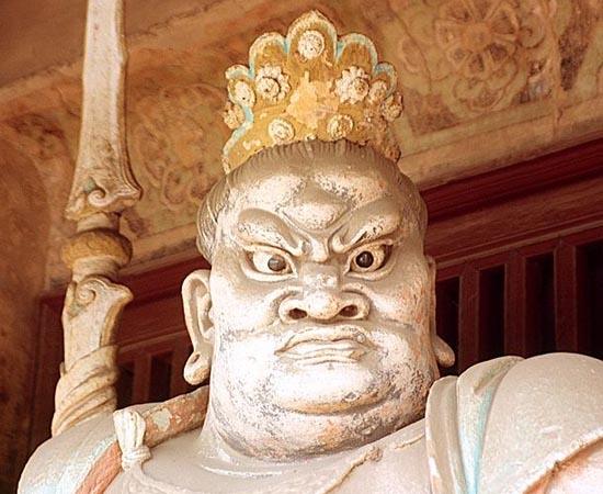 CHINA - Estude sobre o primeiro imperador, a hierarquia divina e a última dinastia.