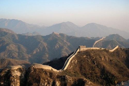 Já a República Popular da China, com cerca de 1,3 bilhão de habitantes, é comunista politicamente, mas com uma economia capitalista. Segunda maior economia do mundo, o país passou por intenso crescimento nos últimos anos. (Foto: Wikimedia Commons)