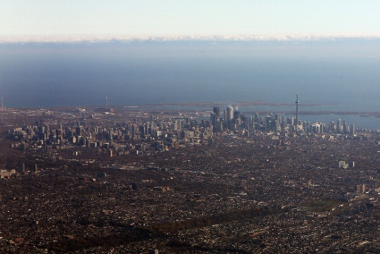 Toronto é um paraíso para estudantes, possui um ambiente aberto à diversidade, muitas atrações culturais e uma vida noturna agitada. A Universidade de Toronto ocupa o 20º lugar na lista de melhores universidades do mundo. (Imagem: Getty Images)