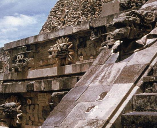 CIVILIZAÇÕES PRÉ-COLOMBIANAS - Estude sobre os maias, os astecas e os incas.
