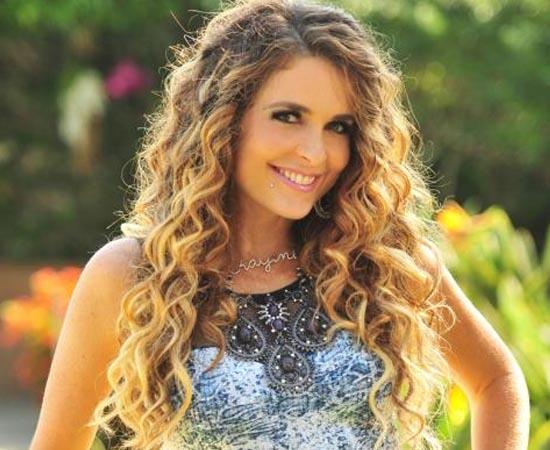 Cláudia Abreu estudou Filosofia na Pontifícia Universidade Católica do Rio de Janeiro.