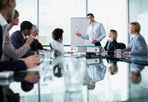 Na carreira de Comunicação Corporativa, o profissional de Marketing realiza ações e produz material de comunicação voltados para o público interno da empresa.