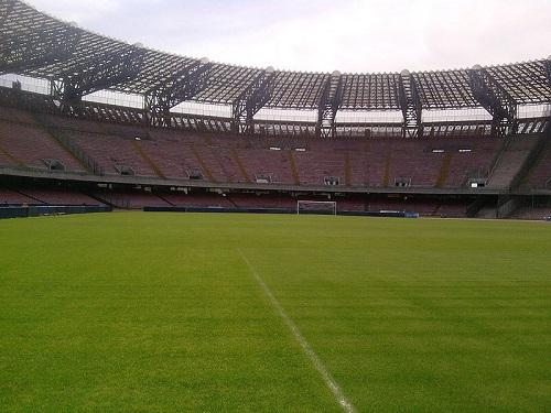 A Copa de 1990 foi na Itália, país com 60 milhões de habitantes e o décimo maior PIB do mundo. Os argentinos chegaram perto do bicampeonato: perderam na final para a Alemanha. (Foto: Wikimedia Commons)