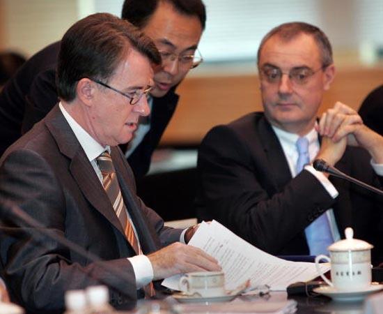 Comércio Exterior - São as técnicas utilizadas na relação de compra e venda de produtos e serviços com empresas do exterior ou órgãos governamentais de outros países.