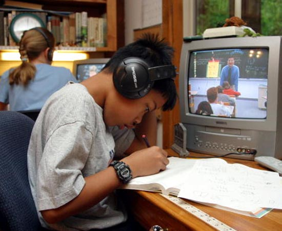 EDUCOMUNICAÇÃO - Emprego dos meios de comunicação para gerar conteúdo de informação e educação.
