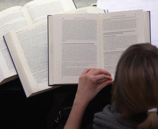 LETRAS - É o estudo da língua portuguesa e de idiomas estrangeiros e de suas respectivas literaturas.
