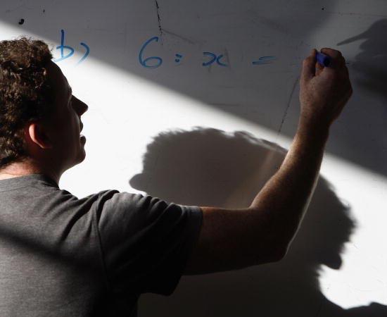 Matemática - É a ciência que estuda as quantidades, o espaço, as relações abstratas e lógicas aplicadas aos símbolos.