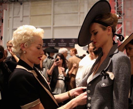 MODA - É a arte de criar e comercializar peças de vestuário e acessórios, seguindo estilos e tendências.