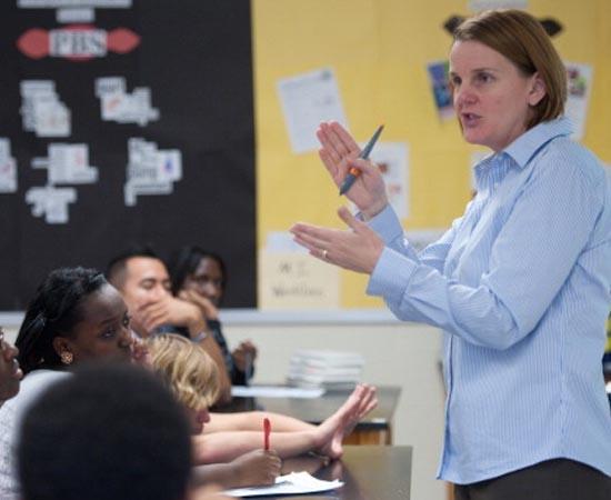 PEDAGOGIA - É a área que trata dos princípios e métodos de ensino, na administração de escolas e na condução dos assuntos educacionais.