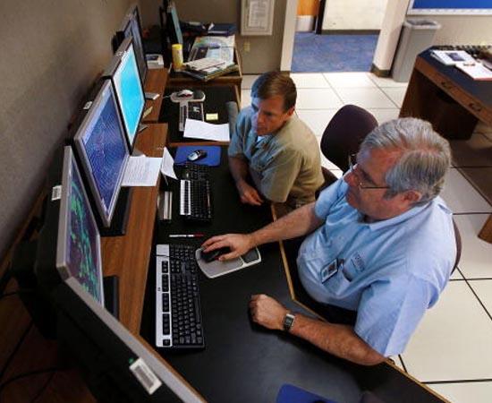 Sistemas de Informação - É a administração do fluxo de informações geradas e distribuídas por redes de computadores dentro de uma organização.