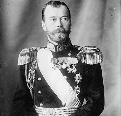Em 1917, a Rússia destronou o Czar Nicolau II, que ocupava o trono russo há mais de 20 anos. O imperador e toda sua família  foram executados cerca de um ano mais tarde, enquanto estavam encarcerados.