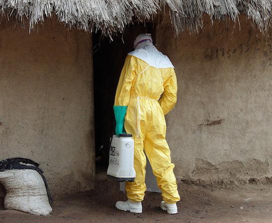 Uma medida preventiva simples e eficaz contra o Ebola é a higienização com cloro e sabão. O vírus morre ao entrar em contato com essas substâncias. (Foto: Creative Commons)
