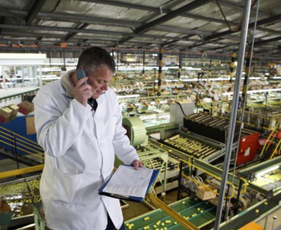 Engenharia de Alimentos - São as técnicas e os conhecimentos usados na fabricação, na conservação, no armazenamento e no transporte de alimentos industrializados.