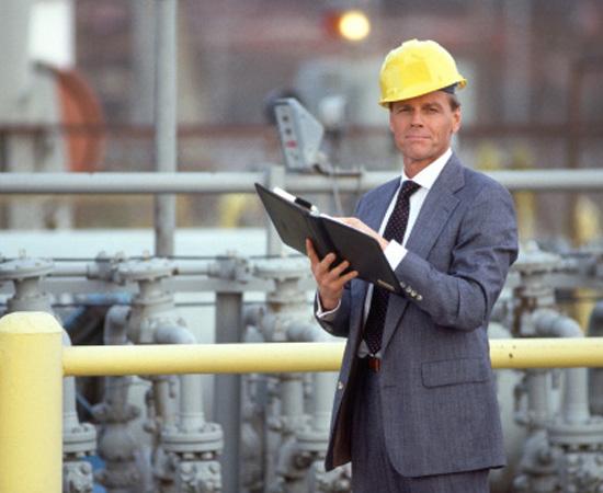 Engenharia de Controle e Automação - O engenheiro de controle e automação projeta e opera equipamentos utilizados nos processos automatizados de indústrias em geral, além de fazer sua manutenção.