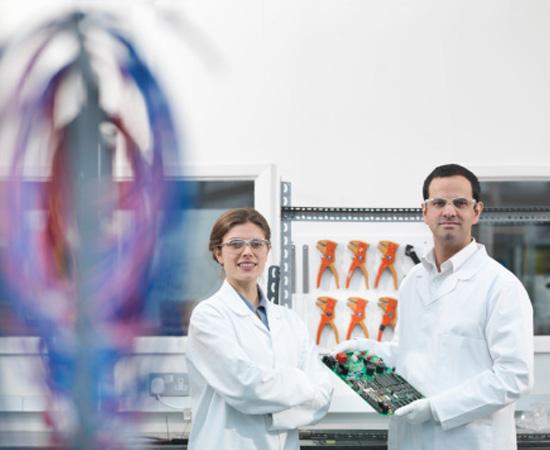 Engenharia de Materiais – É o ramo da engenharia voltado para a pesquisa de materiais e de novos usos industriais para os materiais já existentes. Esse engenheiro pesquisa e cria materiais, como resinas, plásticos, cerâmicas e ligas metálicas.