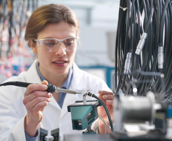 Engenharia Mecânica - É a área da engenharia que cuida do desenvolvimento, do projeto, da construção e da manutenção de máquinas e equipamentos.