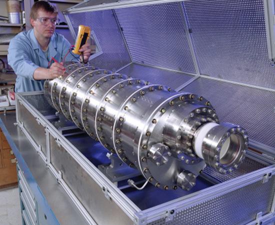 Engenharia Nuclear - É o ramo da engenharia que desenvolve novas tecnologias para a área nuclear.