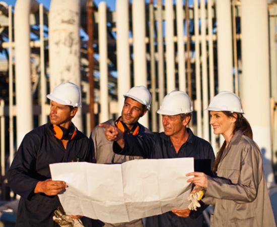 Engenharia de Petróleo e Gás - É o conjunto de técnicas usadas para a descoberta de jazidas e para a exploração, produção e comercialização de petróleo e gás natural. O engenheiro de petróleo e gás atua em petroleiros, refinarias, plataformas marítimas e em petroquímicas.