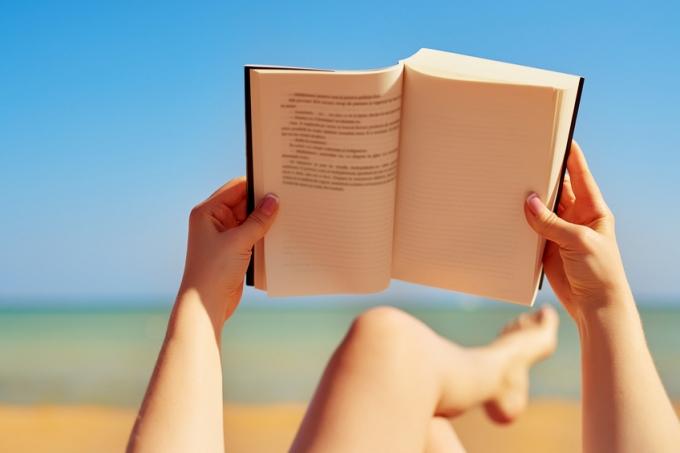 estudando-praia-ferias.jpg