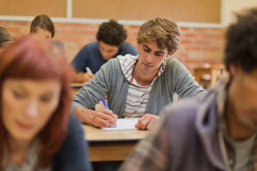 estudante-fazendo-prova1.jpg
