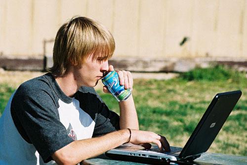 estudante-outside-pc.jpg