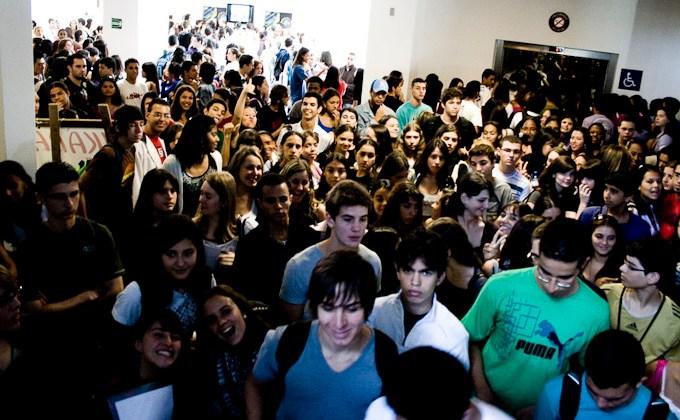 estudantes-chegam-prova.jpg