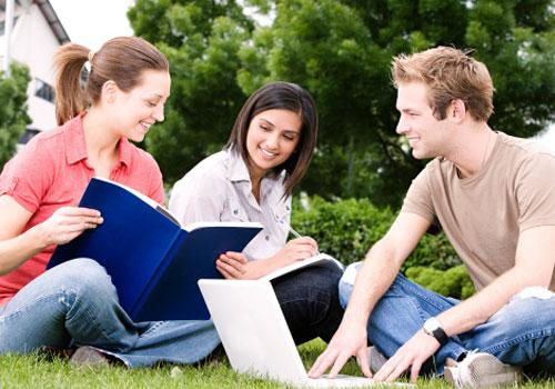 estudantes-estudando-fora.jpg