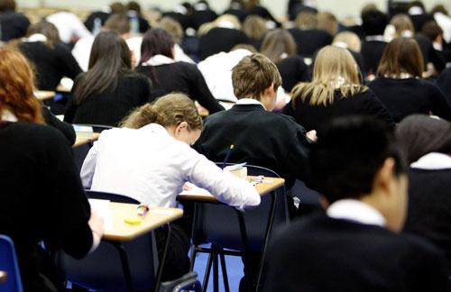estudantes-fazendo-prova1.jpg