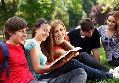 estudantes-outdoor.jpg