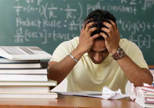 estudo-lousa-livros-desespero.jpg