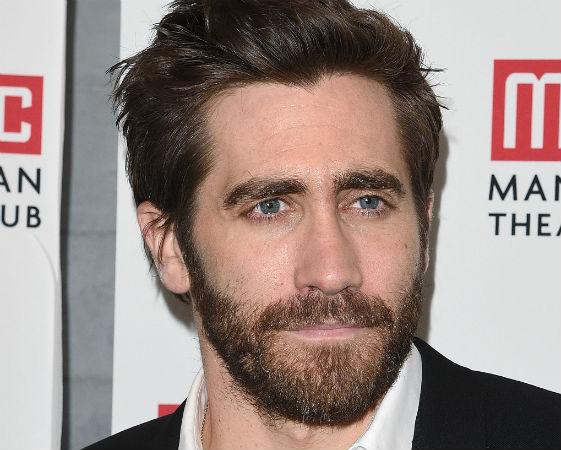 Jake Gyllenhaal estudou religiões orientais e filosofia na Universidade Columbia, mas abandonou os estudos dois anos depois para poder se concentrar na atuação